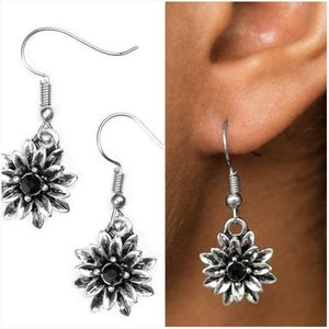 DIAMONDS AND DAISIES BLACK EARRINGS